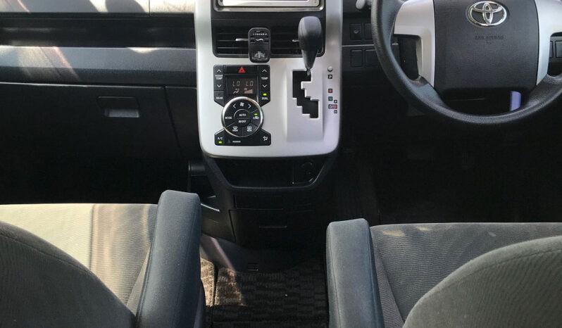 Toyota Voxy 2013 full