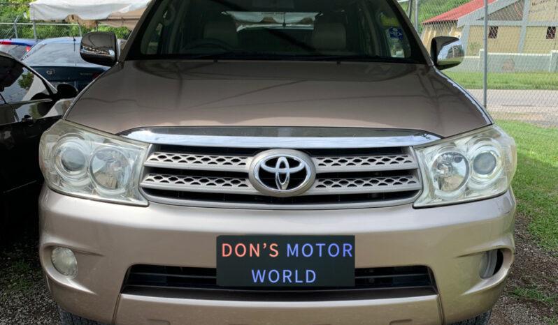 Toyota Fortuner 2011 full